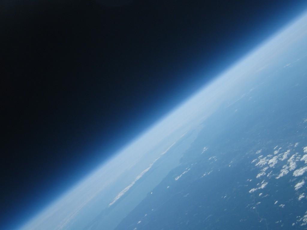 Aventure spatiale : Une photo de la Terre pour moins de 150 $ !